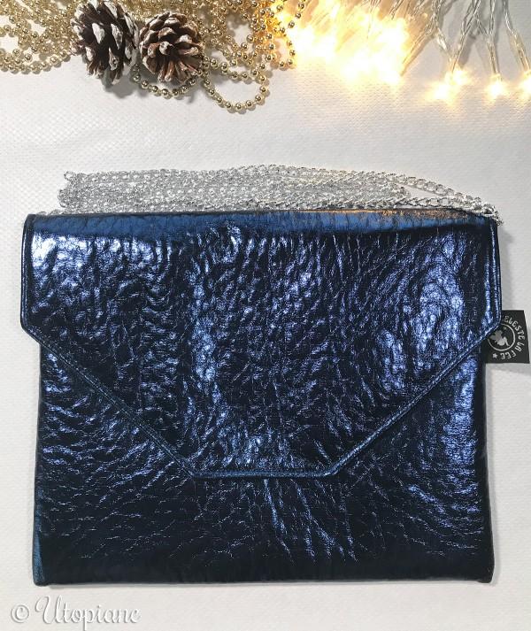 Pochette simili cuir bleu métallisé - peut se porter main, épaule ou bandoulière