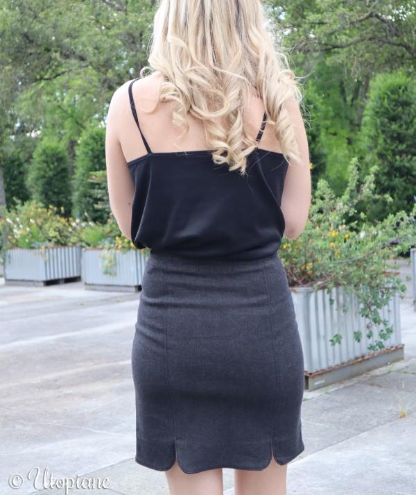 Jupe en jean noire femme pièce intemporelle à avoir dans son dressing pour toute saison et toute occasion