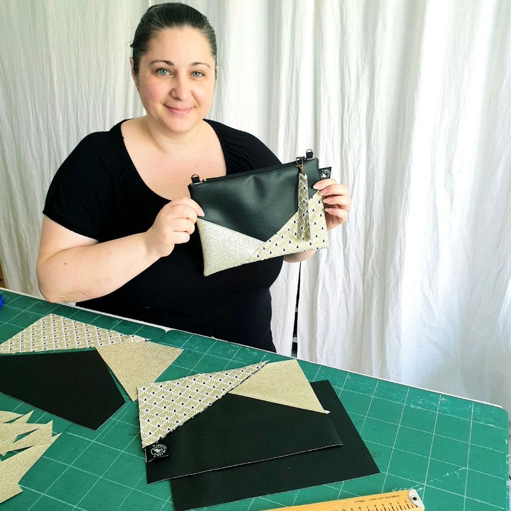 Rencontre avec une couturière passionnée, pour la création de pochettes en simili cuir, vegan